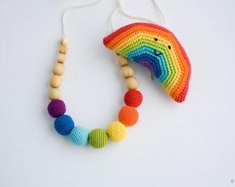 Montessori Baby Shower Gift Set - Crochet Baby Rattle and Nursing Necklace - rainbow, eco baby toy, breastfeeding - FrejaToys