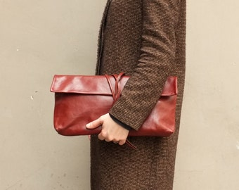 Clutch brown with strings