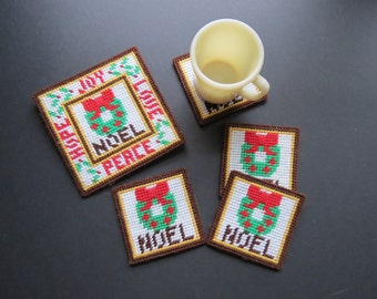 Vintage Yarn Stitched Coasters and Trivet // Retro Set of Four Noel Christmas Wreath Coasters with Square Trivet Holiday Serving Gift Set