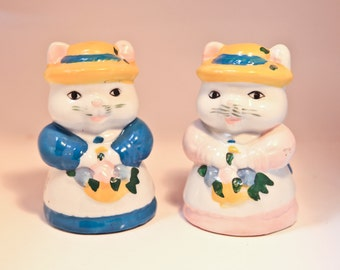 Vintage Kitty Ceramic Hand Painted Collectible Salt and Pepper Shakers