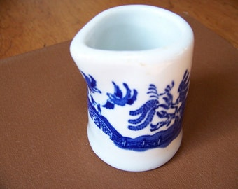 Vintage Hotel Ware Restaurant Ware  Blue Willow Individual Syrup or Creamer
