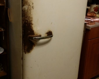 Vintage General Electric Refridgerator with built in Freezer Section - SHIPPING is Not FREE! - Contact for Shipping Quote