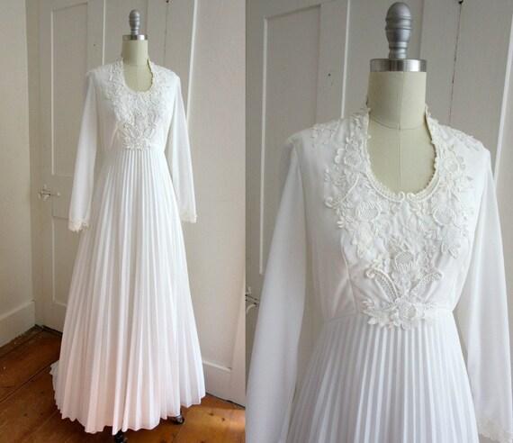 1970s white wedding dress cape train 70s snow white for Wedding dress with cape train