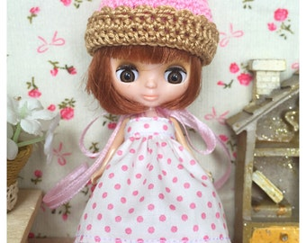 "Petite Blythe / Little Dal Outfit : ""Cupcake Lover Set"" (Dress and Crochet hat)"