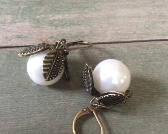 Pearl Petal Earrings/Wedding/Victorian