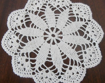 Ivory Cream Doily,  Round Crochet Doily, Lace Doily, Vintage, 7 inches, Home Decor, Table Decoration, Table Topper, Centerpiece, Placemat