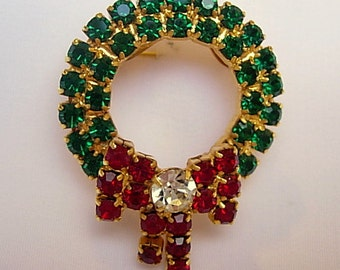 "Rhinestone Wreath Brooch Sparkly Vintage Clear Emerald Green Red Prong Set Rhinestones Gold Tone Bow Christmas Holiday 1 1/2"" L x 1 1/8"" W"