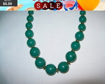 SALE Vintage Green bead necklace, green and goldtone bead necklace , jewelry necklace, bead necklace