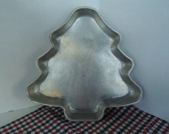 Cake Pan, Baking Pan, Christmas Tree, Aluminum one layer cake, No dents, Vintage