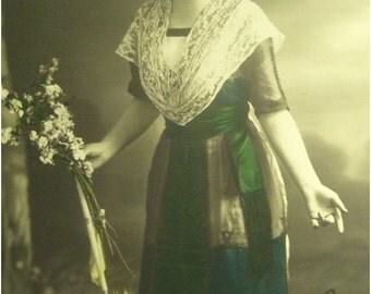 BEAUTIFUL WOMAN W UMBRELLA postcard cpa victorian edwardian French