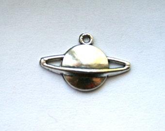 5 Antique Silver Saturn/Planet Charms/Pendants - CS-0014