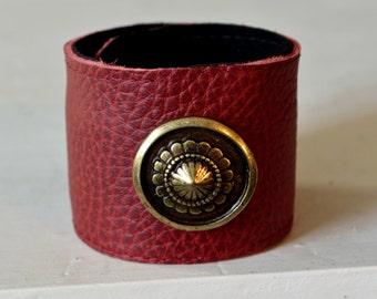 Leather Bracelet bordeaux with fitting antique brass snap bracelet Clunk