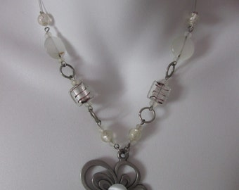 Necklace with beads, flower / Necklace with beads, flower