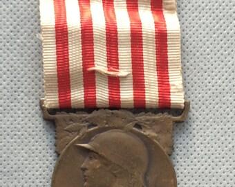 Antique Art Nouveau French war medal 1914 1918