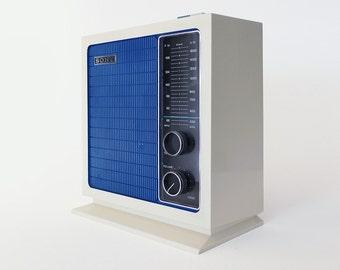 Vintage Sony AM/FM Radio Model 8F-11W