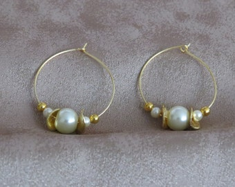 Golden loops with pearls