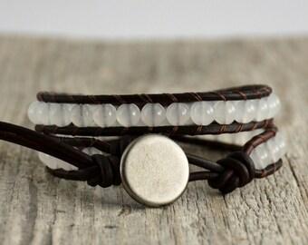 White beaded bracelet. Bohemian chic jewelry
