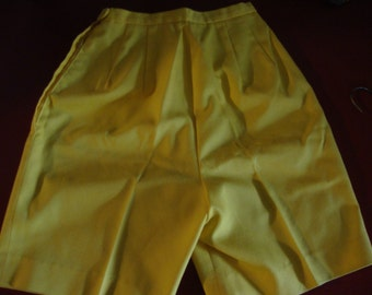 Sixties Shorts in Yellow by Garland