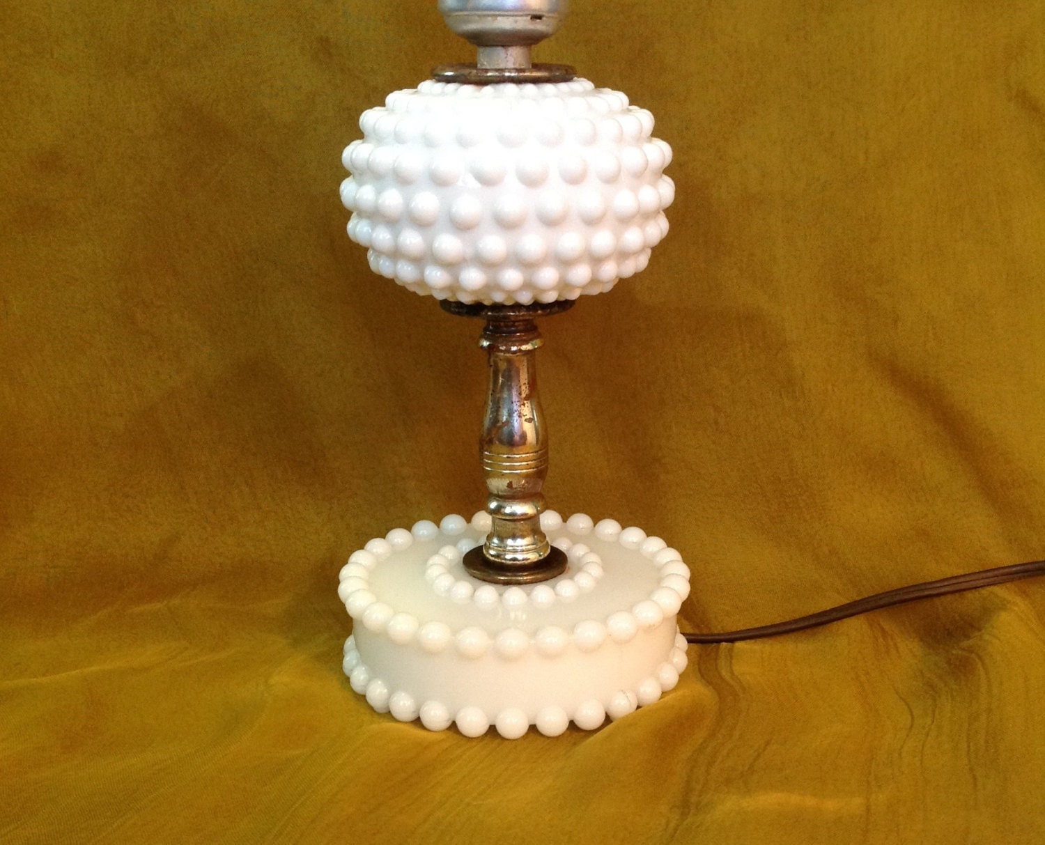 White milk glass hobnail small table lamp dresser vanity