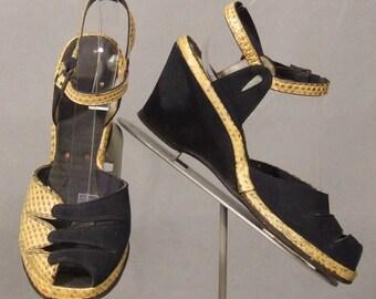 s115 Snake & Suede Peep Toe Wedge Pumps Vintage Shoes 8AA