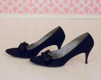 Sale Vintage black 1950s stiletto shoes pumps velvet bows Palizzio size 7