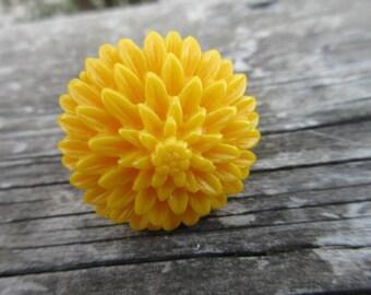 Lucite Sun Flower Ring sz 7 1/2