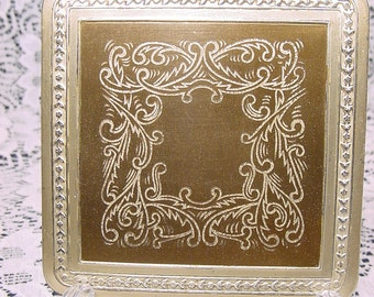 Vintage 1950's Zell Compact Incised Designed Inset Embossed Garland Border