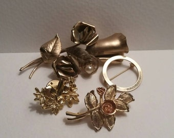 Floral Brooch Collection / gold tone