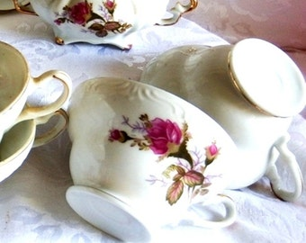 1960s Vintage, Pompadour Moss Rose China Cups and Sugar Bowl