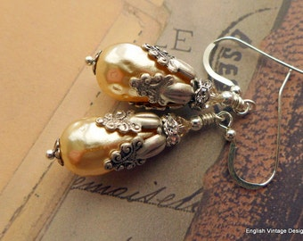 Champagne Cream Pearl Earrings, Vintage Earrings, Hammered Baroque Pearl Earrings, Victorian Earrings, Bridal Earrings. Wedding Jewelery