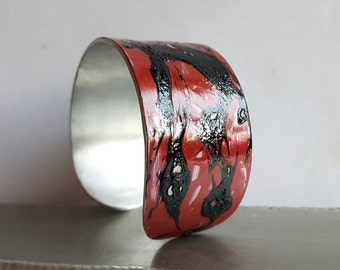 Cuff red and black