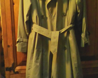 Authentic Burberry Trench Coat Size 12  Made In England With Removable Winter Lining  Fit According To Measurements Listed On Sale