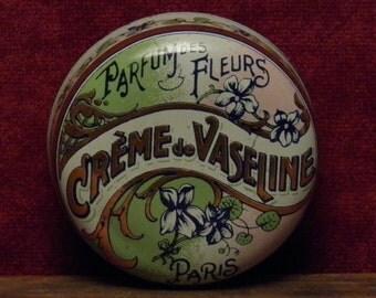 """French Art Nouveau advertising tin """"parfum des fleurs, crème de vaseline Paris""""."""