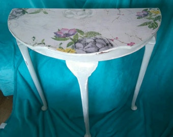 Shabby chic, floral table