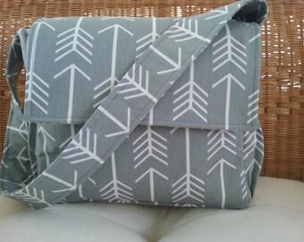 Arrow Print Messenger Diaper Bag in Cool Grey