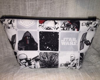 Star Wars Large Zipper Clutch