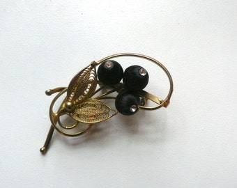 Vintage Gold Tone Filigree Berry Brooch | pin