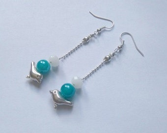 Earrings dangling bird metal and glass beads