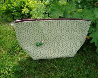 Cosmetic bag, cosmetic bag, clutch