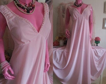 Vintage BREATHTAKING Pink Nightgown FULL SWEEP Long Gown Negligee Nightdress Maxi Dress Lingerie Size M/L from Sweet Vintage Lingerie