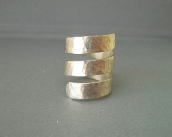 Handmade hammered spinning around silver ring.
