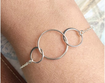 Three Circles Bracelet - Sterling Silver Eternity Bracelet - Triple Interlocking Circle Bracelet - 3 Connecting Rings - Circle of Friends