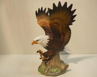 Porcelain Attack Eagle Figurine Statue n706