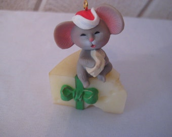 Hallmark keepsake ornament, Mouse on Cheese, 1983, vintage Christmas decor, 1015