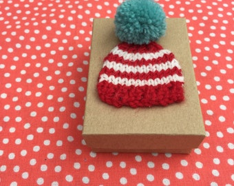 Winter Wooly Pom Pom Knitted Hat Giftbox