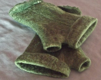 Green Fingerless Gloves,Hand Crafted Felt, Hand Warmers ,Pure Wool ,One Size.