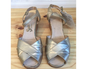 1940s Gold Wedges // 40s Sorority Steppers // Vintage 1940s Shoes