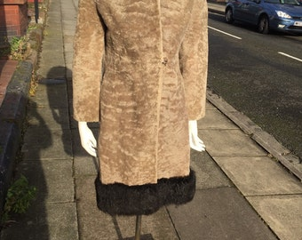 Stunning late 1950's ladies coat with collar and cuff details