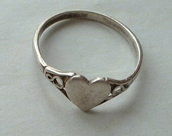 Vintage H/M silver heart ring