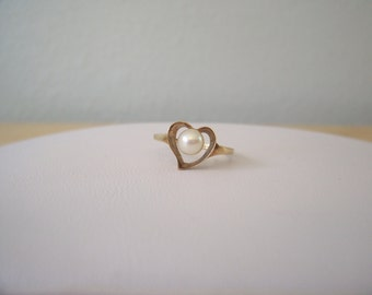 Vintage Natural Pearl Ring in Yellow Gold